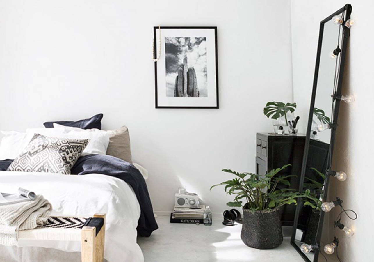 la chambre blanche en 15 fa ons elle d coration pinterest meuble noir chambre blanche et. Black Bedroom Furniture Sets. Home Design Ideas
