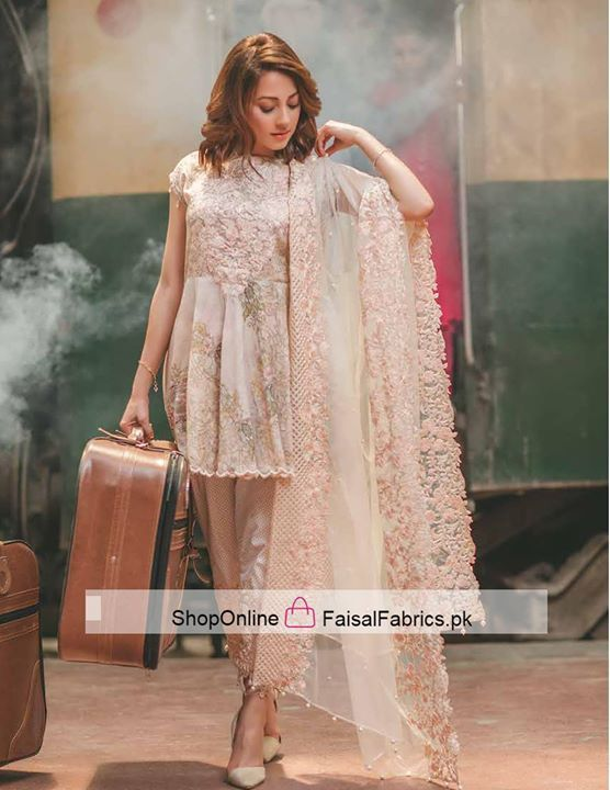 0d121b7bde Beautiful and stylish. Love her dress. RANG RASIYA Carnation Luxury Lawn  Collection ...