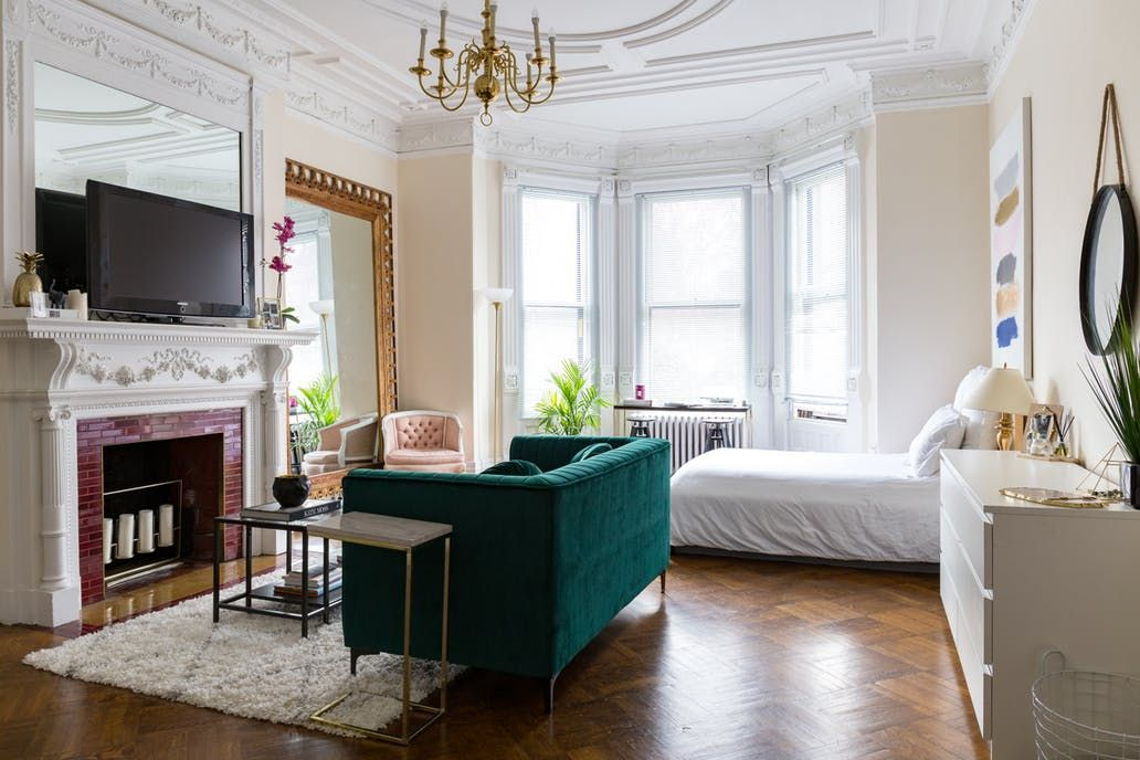 This 500 Square Foot Boston Studio Apartment Is Incredibly Chic Apartment Layout Studio Apartment Layout Small Apartment Living