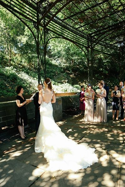 A Wedding In The Wisteria Pergola Conservatory Gardens Central Park Weddings