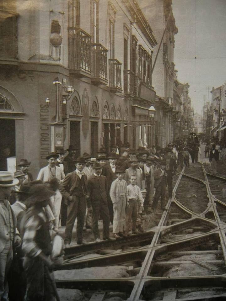 Cruzamento das ruas Direita e São Bento, 1902.