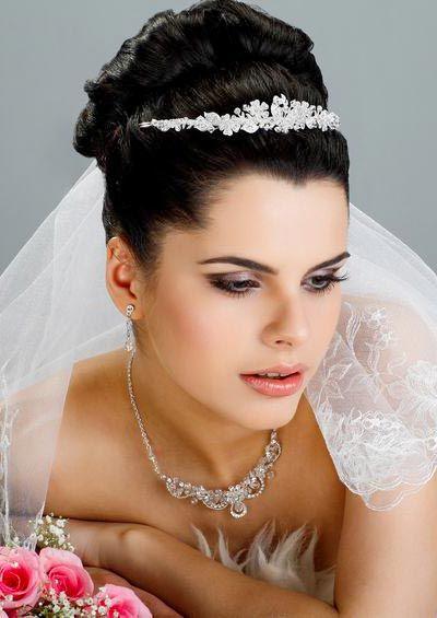 Hochzeitsfrisuren - Brautfrisuren mit Schleier und Diadem ...