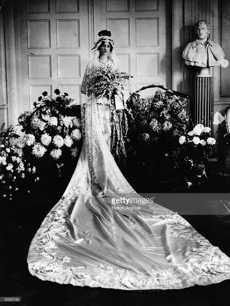 Princess Astrid Of Belgium In Her Wedding Dress Before Her Marriage Wedding Dresses Wedding Royal Weddings [ 1024 x 772 Pixel ]