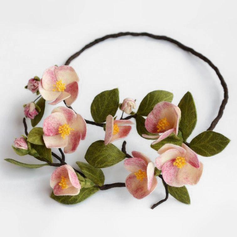 """Felted necklace Apple Tree / Ожерелье """"Яблоневый цвет"""" из шерсти — работа дня на Ярмарке Мастеров.  Узнать цену и купить: http://www.livemaster.ru/julka79"""