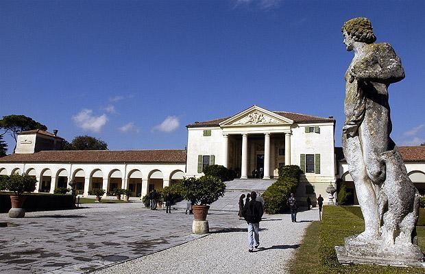 Statue at Villa Emo, Fanzolo, Italy, designed by Andrea Palladio.