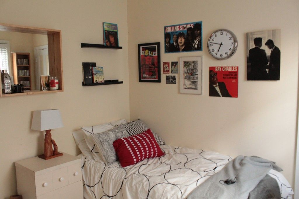 @Alexia L Mansour's office/guest room budget redo I helped with. This is one of the best wall collages we've done yet.