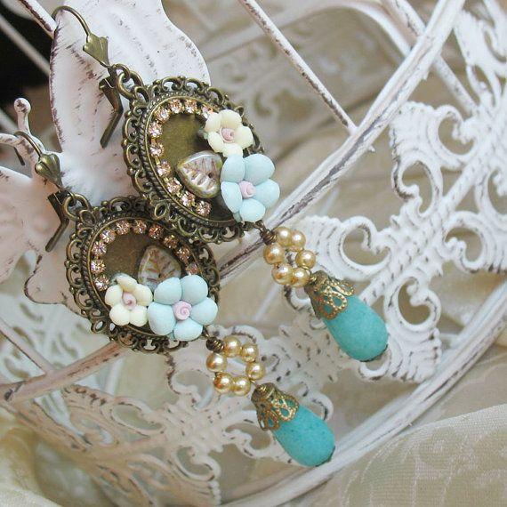 Rose earrings  Porcelain earrings  di ButterflyInTheGarden su Etsy, €28.50