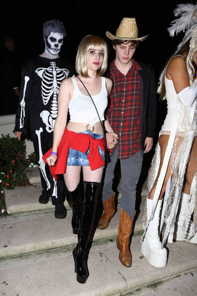 The 100 Most Epic Celebrity Halloween Costume Ideas Celebrity Halloween Costumes Best Celebrity Halloween Costumes Pop Culture Halloween Costume