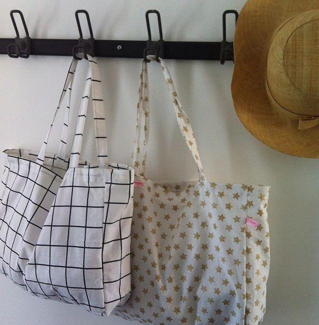 Les totes bags ☀️ #parfaitpourlaplage #ellesadorentbyelsa #lapetiteepicerie  @lapetiteepicerie #chezlesvoisinschezvous
