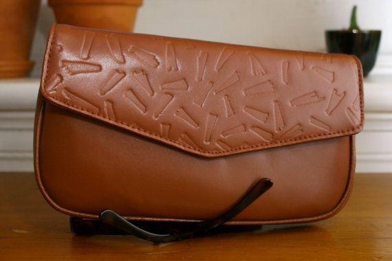 Vintage 80s brown leather clutch $20    etsy.com/shop/havevintage