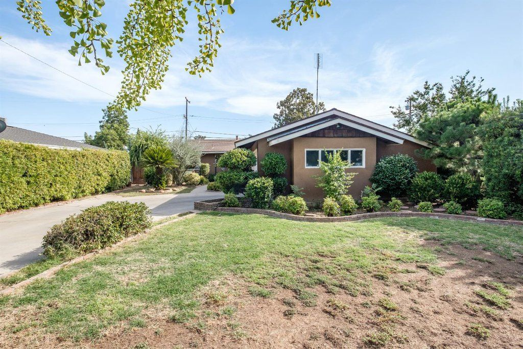 Home for sale at 1733 w harvard fresno ca 93705