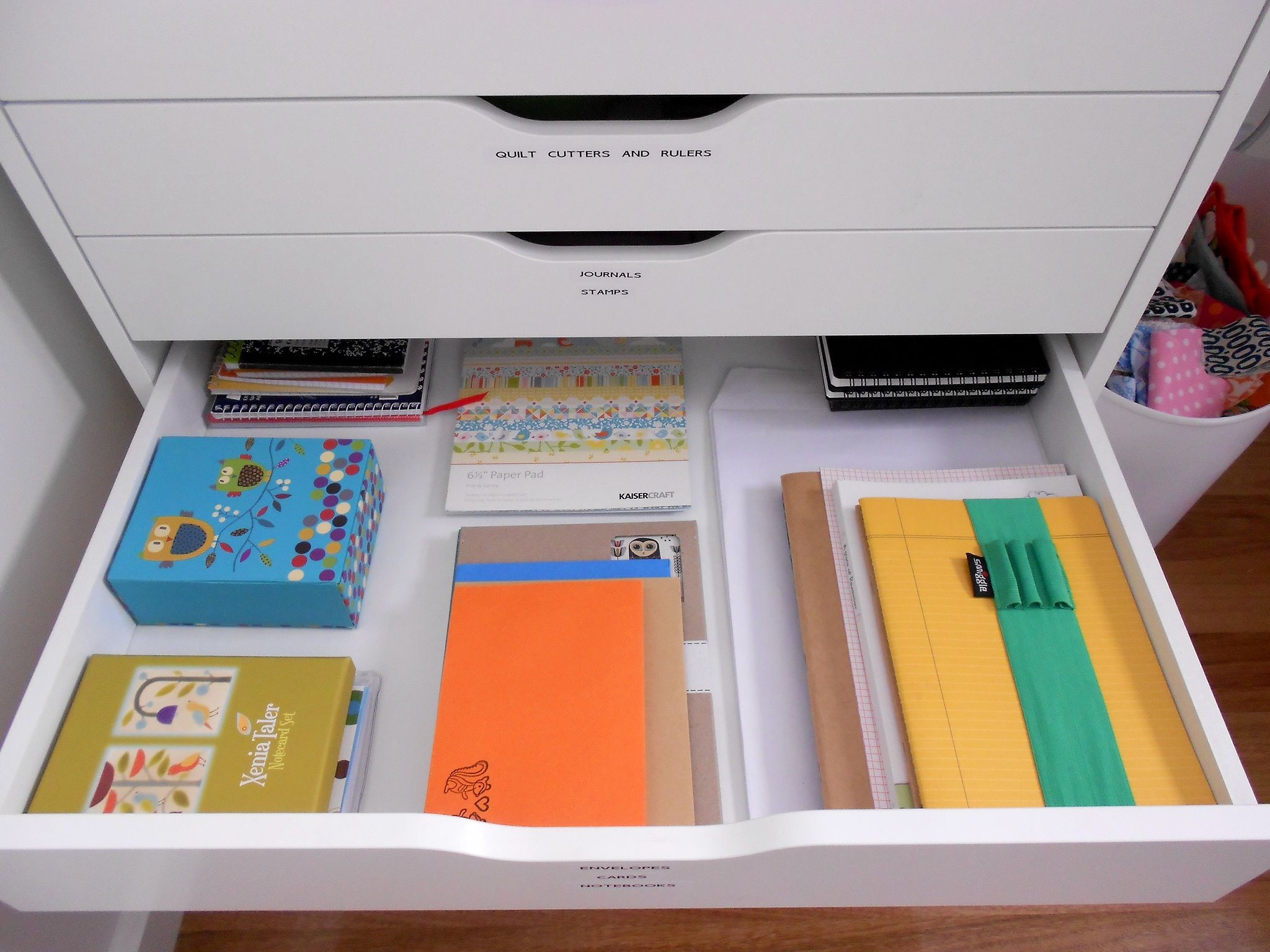 Raccoglitori Ufficio Ikea : I love how she used the ikea drawers for everything! notebooks all
