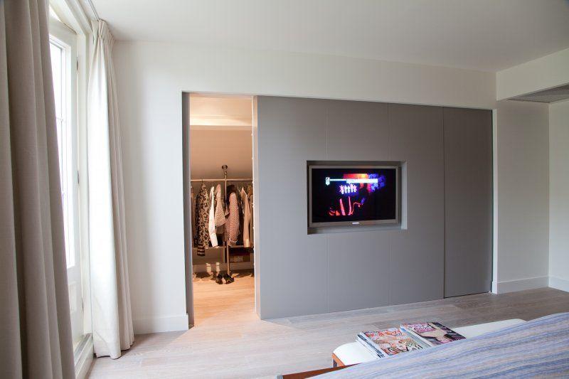 idee voor inloopkast tv voor zijde en achterzijde spiegel in bouwen ...