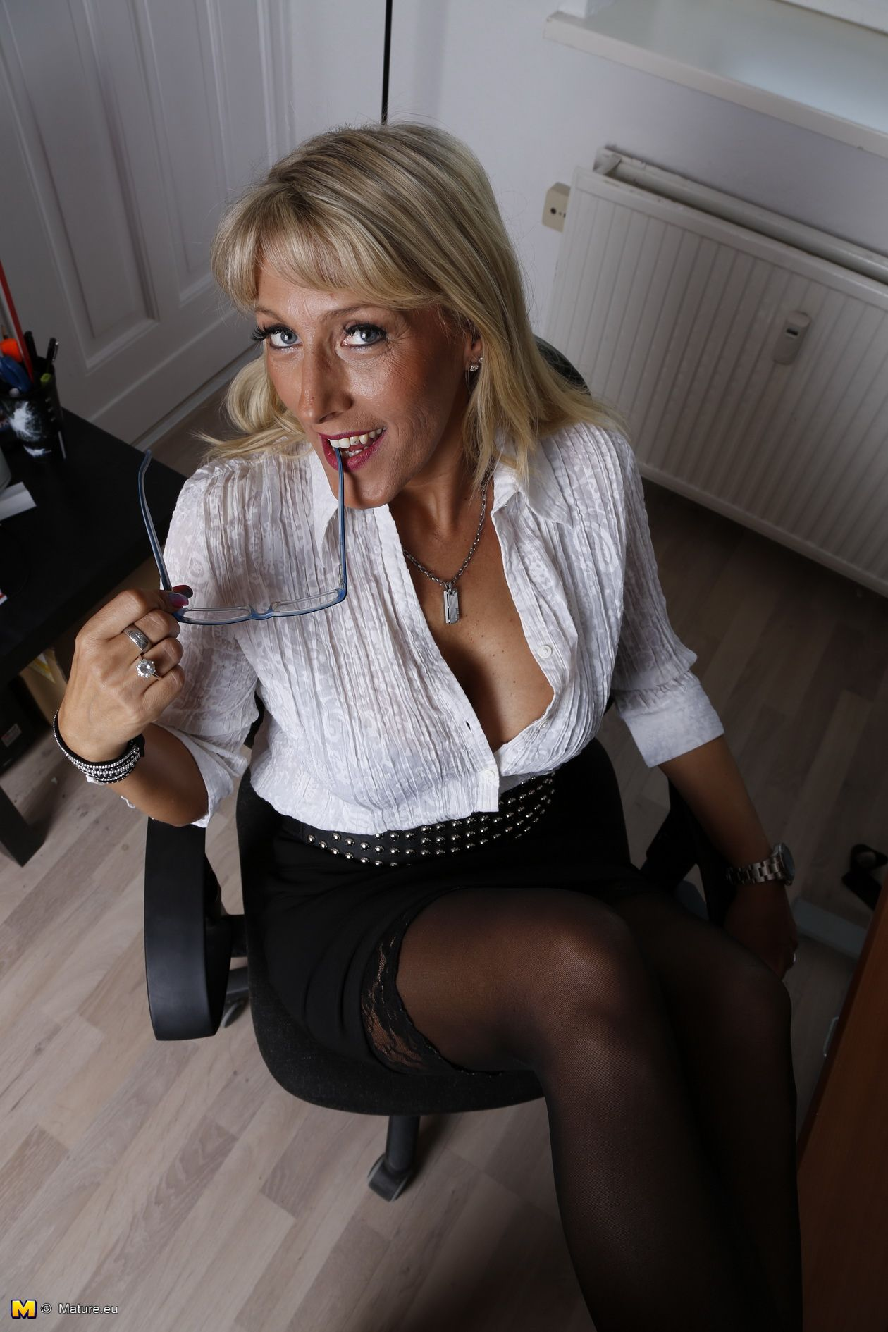 blonde mature in stockings | sexy mature women i would love to fuck