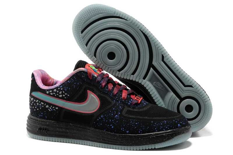 on sale 02b3d aa813 Upptäck idéer om Nike Basketskor. 1830   Nike Lunar Force One Low Herr Svart  Silver