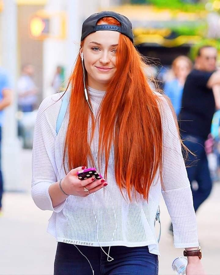 Pin By Kristina Dusk On Sophie Turner (With Images
