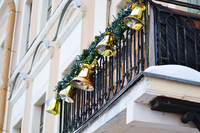 Christmas Decorating Tips For Your Apartment Balcony