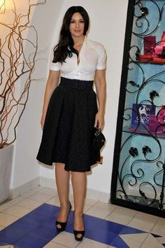 Monica Bellucci; de taille van de rok mag iets lager!