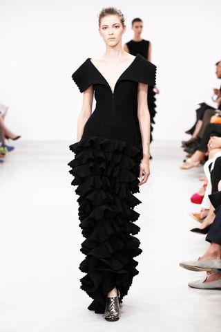 #fallfashion #azzedinealaia #couture