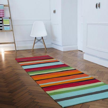 long tapis de couloir a rayures