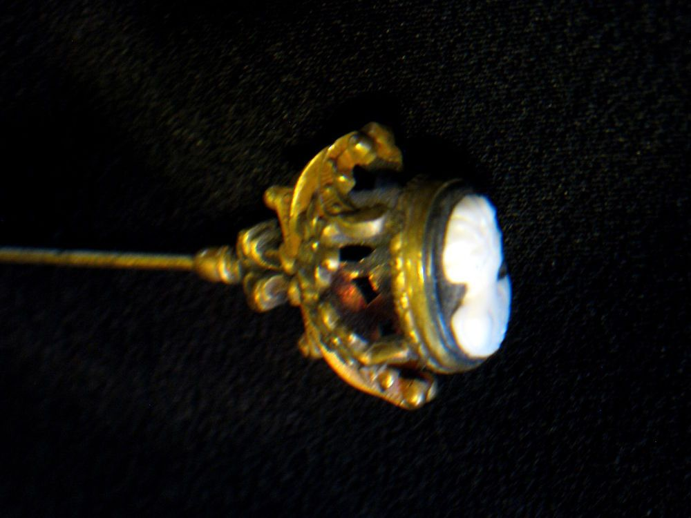 """ANTIQUE 9""""  VICTORIAN CAMEO HAT PIN"""