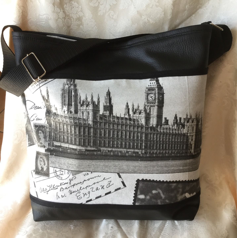 """Sac bandoulière noir: """"Buckingham palace"""" : Sacs bandoulière par l-atelier-creatif-de-aude"""