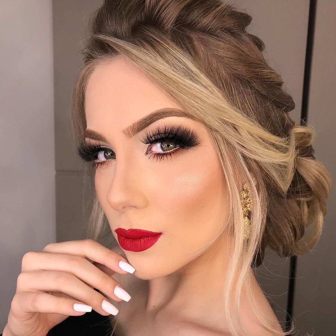 """Luciane Marinho Makeup 💗 on Instagram: """"Um cilios é um batom vermelho é  tudo 💋😍 muito amor por make assim…   Penteados, Maquiagem batom vermelho,  Maquiagem festa"""