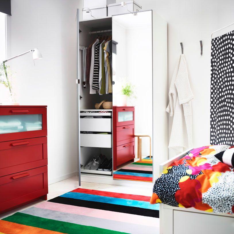 Camera da letto con guardaroba pax con ante a specchio - Cassettiera con specchio ...