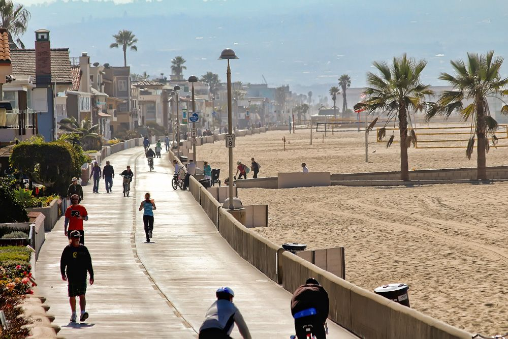 Manhattan Beach Bike Path Along The Strand