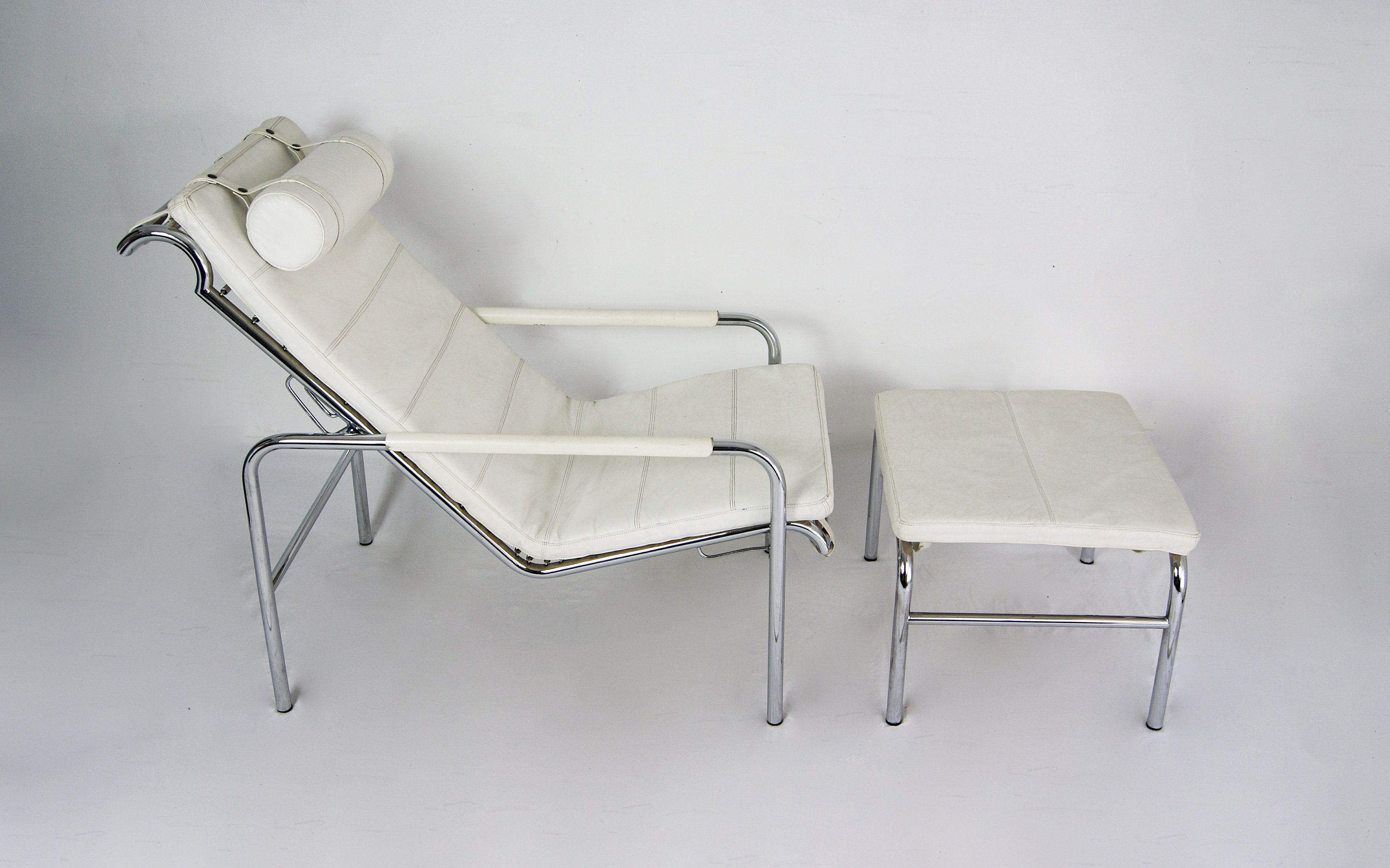 A 1935 Gabriele Mucchi Design For Zanotta Genni Reclining Lounge Chair Ottoman Footstool Chair And Ottoman Clean White Leather Ottoman Footstool