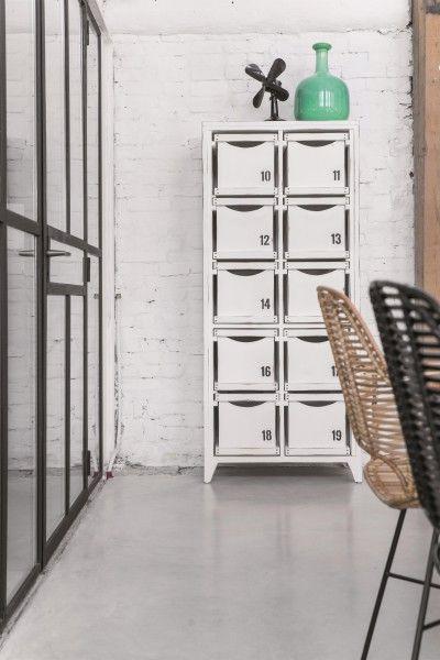 HK-living ladekast wit met of zonder cijfers Deze witte houten kast van HK living heeft alles wat je maar kunt bedenken! De kast is voorzien van 10 handige lades of