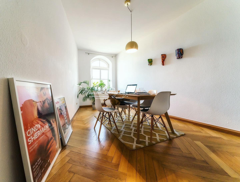 Zu Vermieten Erlesenes Wohnjuwel 4 Zi Wohnung Mit 2 Balkonen In Zauberhaftem Stil Altbau In Schwabing Am Kurfurstenpla In 2020 Home Home Decor Dining Table