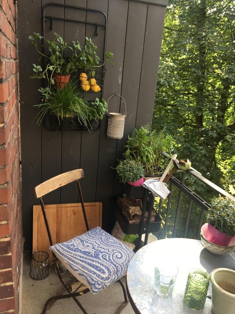 Bemerkenswert Grüne Pflanzen Foto Von Rückzugsort Und Wohlfühloase - Gemütlicher Balkon Mit