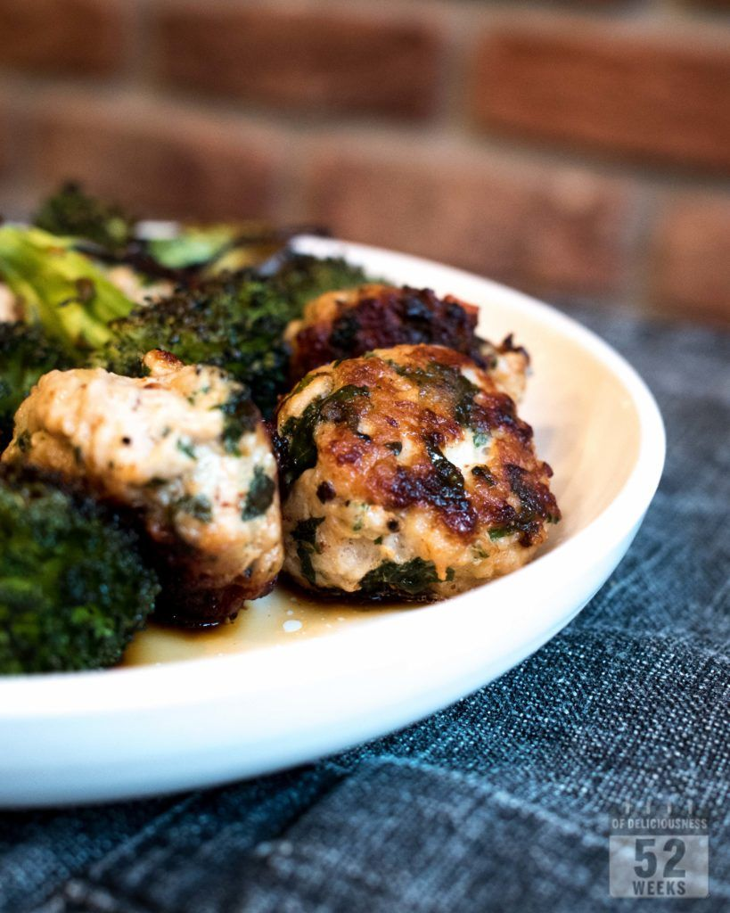 Aasialaiset kanapullat ja paahdettua parsakaalia // Asian Chicken Meatballs and Broccoli