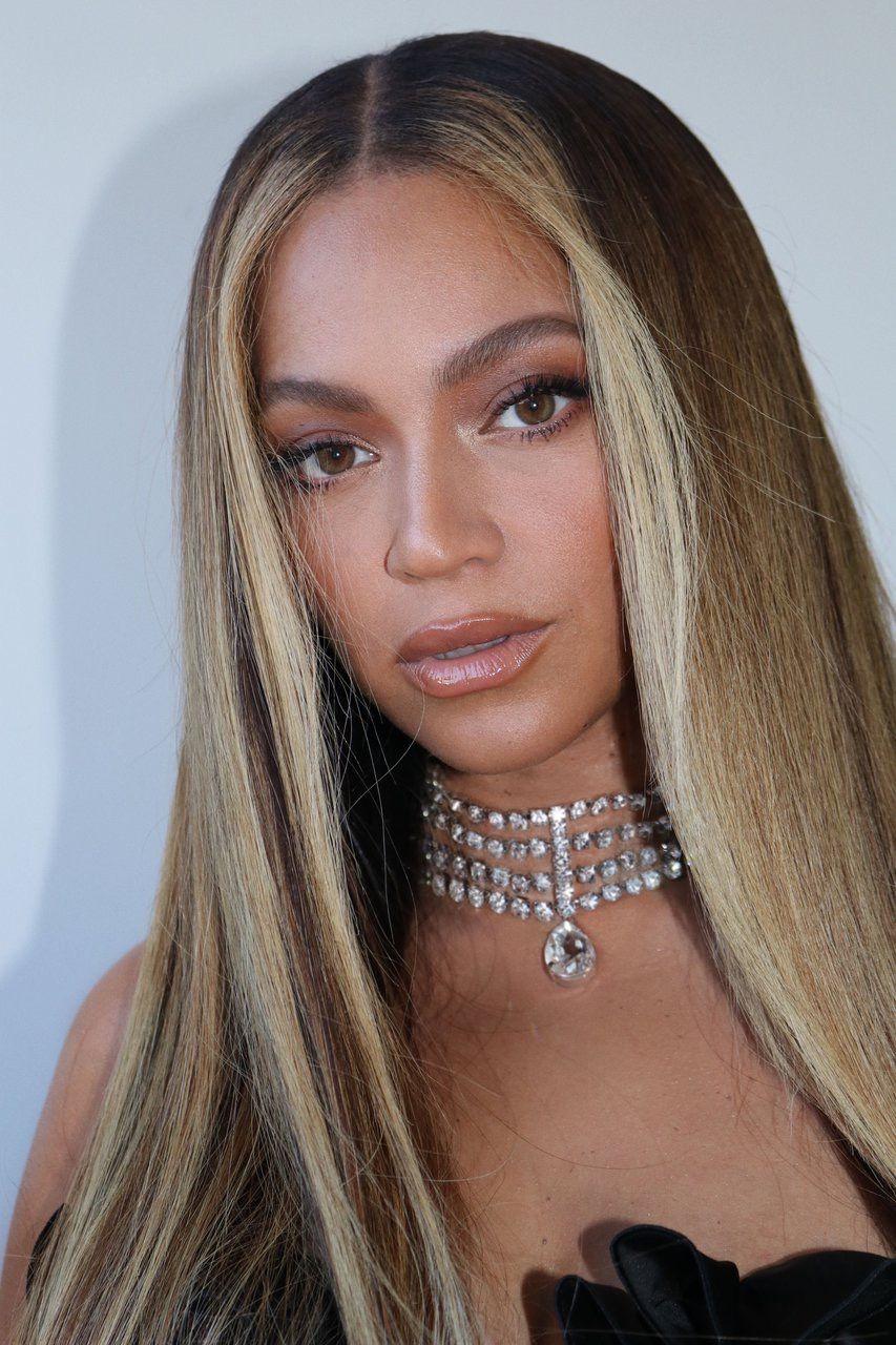 Pin By M O O D Y On B E Y In 2020 Beyonce Hair Beyonce Queen Beyonce