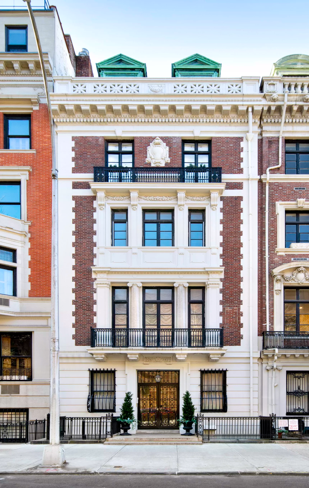Anne Hathaway lists stunning Upper West Side penthouse for