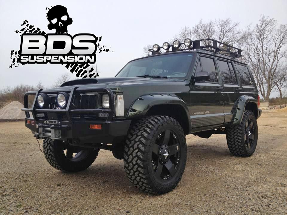 '96 XJ running the BDS 3' Lift Kit and 33s. Jeep xj