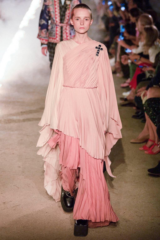 16bdf358b4 Gucci Spring/Summer 2019 Resort | 2019 | Gucci spring, Fashion ...