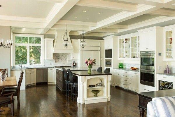 küche mit kochinsel geräumige küche in neutralen farben und - farben für küchenwände