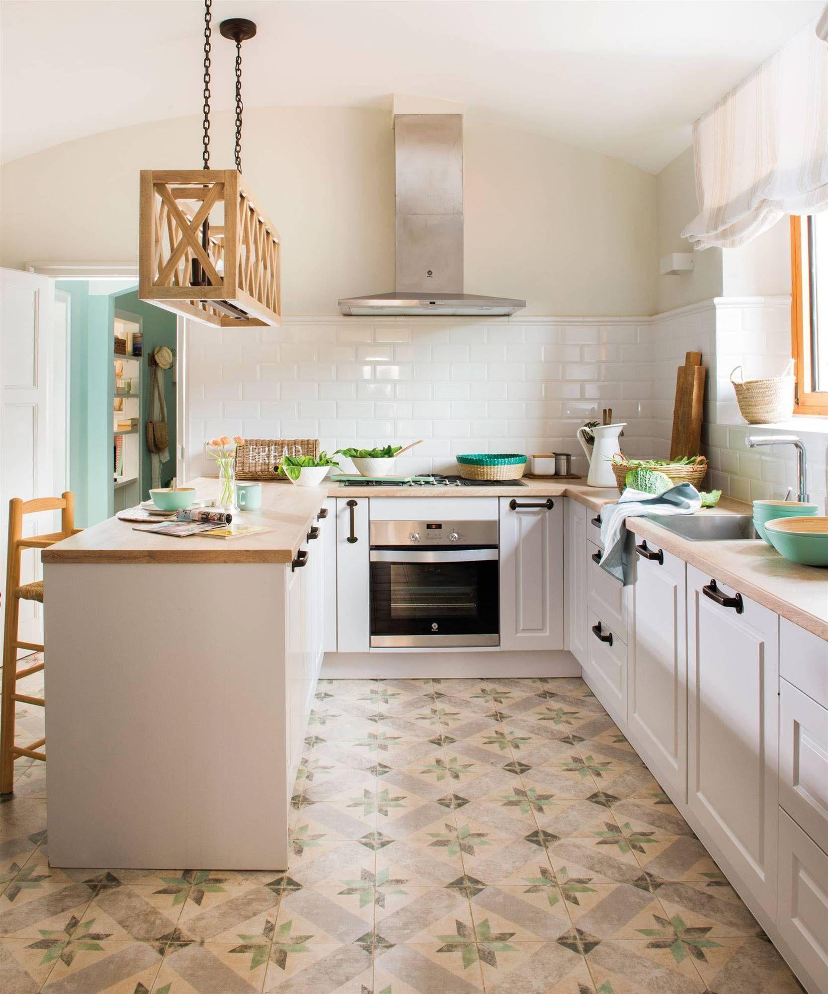 Blanco y madera etxea en 2019 cocinas r sticas suelos - Suelo madera cocina ...