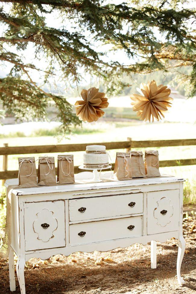 Beautiful vintage wedding set up idea. #vintagewedding
