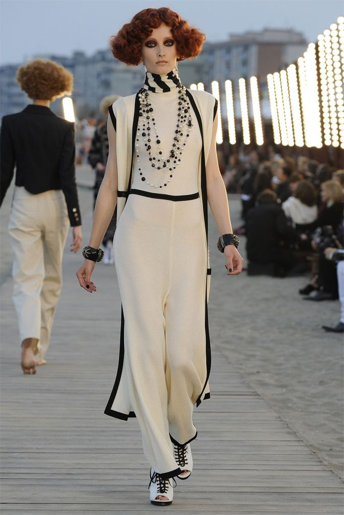 Chanel Resort 2010 - Runway Photos - Fashion Week - Runway, Fashion Shows and Collections - Vogue