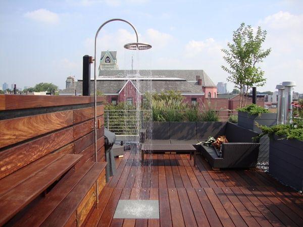 Dachterrasse Bodenbelag außendusche stadtbalkon dachterrasse holzverkleidung boden garten