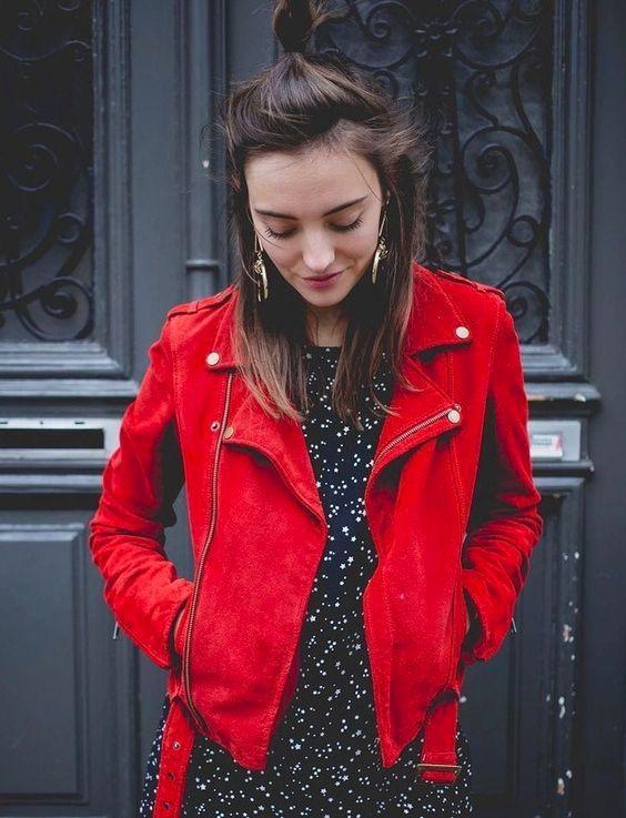 f07ca01d3caf Perfecto rouge en cuir daim + robe imprimée   le bon look