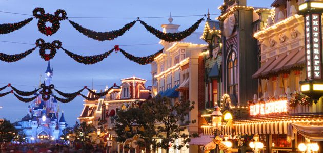 Main Street U S A Lit Up With Christmas Decorations For The Holiday