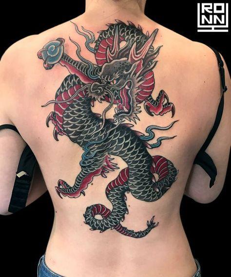 Tatuaje espalda dragón a color #Tatuaje #TatuajeEspalda #TatuajeColor #TatuajeDragon #
