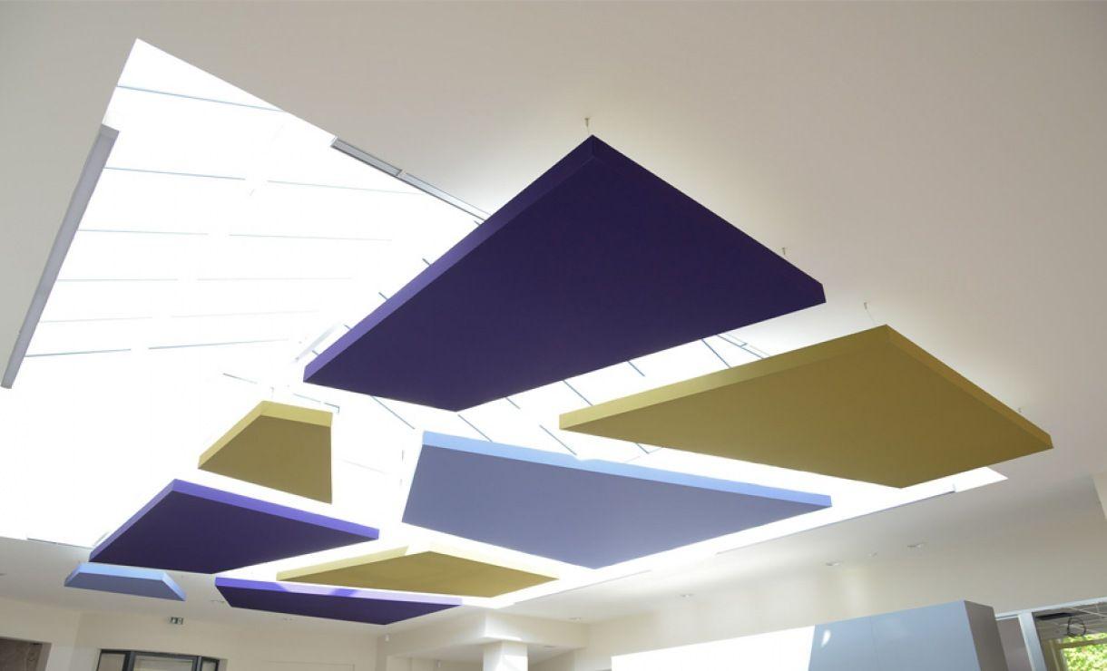 Dalles acoustiques compos es d 39 une toile tendue et d 39 un for Rockfon faux plafond
