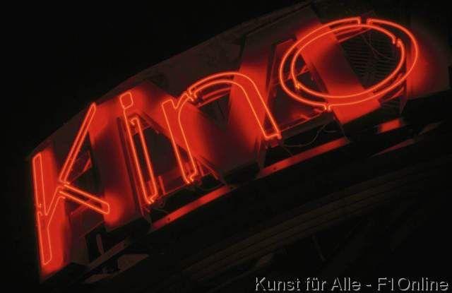 kino buchstaben schriftzug neonlicht rot nacht beleuchtet. Black Bedroom Furniture Sets. Home Design Ideas