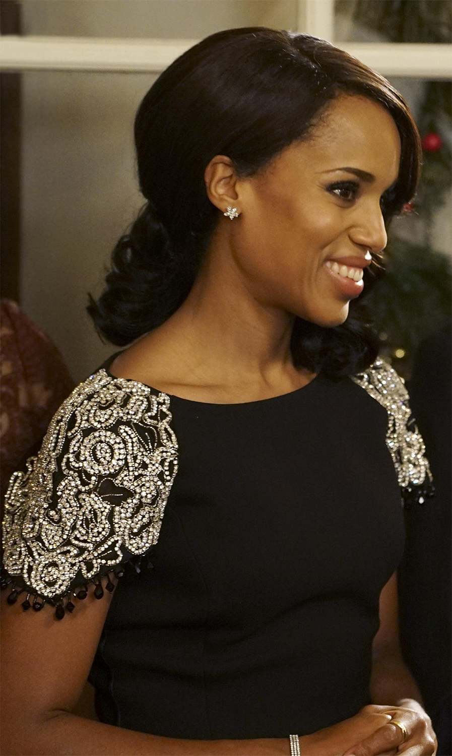 Olivia Pope wearing Tiffany & Co. jewelry on Scandal.