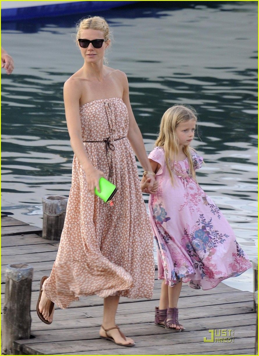 Gwyneth does neon and neutrals right!